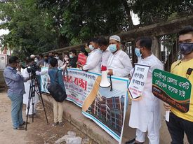 Dhakastho Madaripur Society holds human Chain in the capital : Demand for launching the newly constructed hospital and establishing a medical college at Madaripur soon