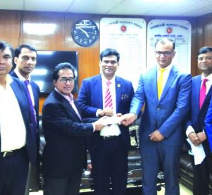 Shiekh Nasir Uddin, Chairman and Sk Bashir Uddin, Managing Director of Akij Group, handing over a cheque of Tk. 200 crore to Mosharraf Hossain Bhuiya, NBR Chairman which is an initial and partial payment of Capital Gain Tax that has arisen due to the share transfer to Japan Tobacco International by Akij Group Tobacco entities at NBR head office in the city recently. Top officials from both sides were also present.