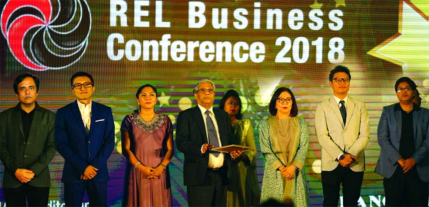 """Aktar Hussain, Chairman of Rangs Group of Companies, inaugurating its Annual Sales Meet – """"REL Business Conference 2018"""" at an auditorium in the city recently. Hiromoto Daichi, Senior Manager. Market Development Division, Regional Market Development Center, Sony South East Asia; Alex Yee, Head of Bangladesh Branch Office of Sony International (S) Ltd.; from Rangs Group of Companies – Sachimi Hussain, Vice Chairman; J Ekram Hussain, Managing Director and Ms. Beanus Hussain, Director; other high officials, Area and Showroom In-Charges, Franchises, 350 Dealers from different parts of the country and other invited guests also joined there."""