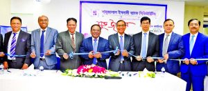 Anwer Hossain Khan, Chairman of Shahjalal Islami Bank Securities Limited, inaugurating its extended head office at DSL Building in city's Motijheel area on Thursday as chief guest. Md. Anwer Hossain, CEO, M Shahidul Islam, Director, M Akhter Hossain, Abdul Aziz, Imtiaz U Ahmed, DMDs of the securities were also present.