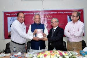 Books on Bangabandhu's autobiography distributed at DU