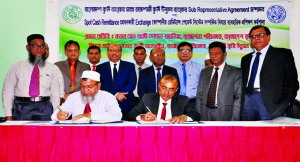 Thakur Das Kundu, GM of Bangladesh Krishi Bank (BKB) Limited and Md. Saidur Rahman, General Manager of Rajshahi Krishi Unnayan Bank (RAKUB), signing an agreement to increase the flow of remittance at BKB Staff College auditorium in the city on Tuesday. Md. Ali Hossain Prodhania, Managing Director of BKB and Kazi Alamgir, Managing Director (CC) of RAKUB were also present.