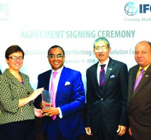 Syed Mahbubur Rahman, Managing Director of Dhaka Bank Limited, receiving a crest from Wendy Werner, Country Manager for Bangladesh, Bhutan and Nepal of International Finance Corporation (IFC) after signed the Working Capital Solutions facility agreement of $50 million syndicated with Bank Muscat, ICICI Bank, The National Bank of Ras Al Khaimah, Axis Bank and Union National Bank. This is the first-ever syndicated loan in Bangladesh arranged by IFC with the global commercial banks. This fund will be utilized for financing trade transactions of Dhaka Bank Limited through its Offshore Banking Unit. Top officials from both the organizations were also present.