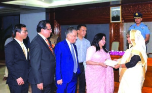 Farzana Chowdhury, Managing Director of Green Delta Insurance Company Limited, handing over a cheque of Tk 50 lakh to Prime Minister Sheikh Hasina for Prime Minister's Relief and Welfare Fund at Ganabhaban on Monday. Nasir A Choudhury, Advisor and Founding Managing Director, Nazim Tazik Chowdhury, AMD of the company and Md. Rafiqul Islam, Managing Director of Green Delta Capital Limited were also present.