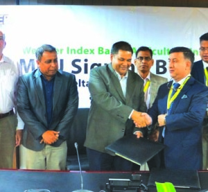 Syed Moinuddin Ahmed, AMD of Green Delta Insurance Company Limited (GDIC) and Kazi Borhan Amin Raj, Country Manager of Seba Limited (a concern of Global Agribusiness of Kellogg Company), exchanging an MoU signing documents on Weather Index Based Agriculture Insurance at GDIC office in the city recently. Under the deal, GDIC would provide insurance coverage for the potato farmers of Seba in the Northern and Southern part of Bangladesh. Top officials from both the organizations were present.