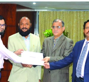 Masih Malik Chowdhury, former president of Institute of Chartered Accountants Bangladesh, distributing certificates among the participants of a training course on VAT organised by International Center for Taxation Policy Research (ICTR) recently in Dhaka. Dr Abdul Mannan Sikder, member of NBR (VAT Policy), Abdul Khalek, CEO of ICAB and Abul Khair Chowdhury, former chairman of Eastern University, among others, spoke.