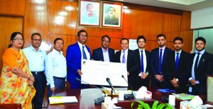 Kazi Sanaul Hoq, Managing Director of Investment Corporation of Bangladesh (ICB), receiving a cheque of Tk 1,16,36,734.06 as dividend warrant from Kh. Asadul Islam, CEO of Alliance Capital Asset Management Limited at its head office in the city recently. Md. Mosaddake-Ul-Alam, DMD, Md. Kamal Hossain Gazi, General Manager (Accounts & Finance) of ICB and other officers of the management company were present.