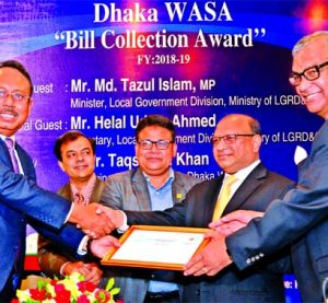 Md. Quamrul Islam Chowdhury, CEO of Mercantile Bank Limited, receiving the 'Bill Collection Award' as one of the top bill collector bank among 33 banks in collecting Dhaka WASA's bill in fiscal year 2018-19 from LGRD & Cooperatives Minister Md. Tazul Islam, MP at Sonargaon Hotel in the city recently. Dhaka WASA organized the programme.