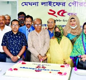 Nizam Uddin Ahmed, Chairman of Meghna Life Insurance Company Limited (MLICL), cutting a cake marking the 25th anniversary of the company at its head office in the capital recently. Nasir Uddin Ahamed Pavel, Vice-Chairman, Hasina Nizam, Riaz Uddin Ahamed, Shabita Ferdousi, Sharmin Nasir, Dilruba Sharmin, Directors and N. C. Rudra, CEO of the company were present.