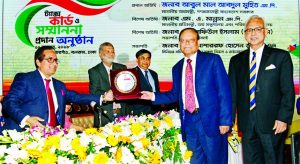 Habibur Rahman, Chairman, Board of Directors of Pubali Bank Limited, receiving the Highest Taxpayer Award in the banking category under the large tax payers' unit in 2017-18 from the State Minister for Finance and Planning M A Mannan at Sonargaon Hotel in the city recently. Md. Mosharraf Hossain Bhuiyan, NBR Chairman and Safiul Alam Khan Chowdhury, AMD of the Bank were also present.