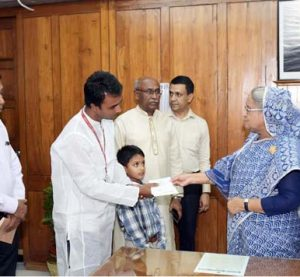 PM gives Tk 22 lac to ailing FF Goljar Hossain