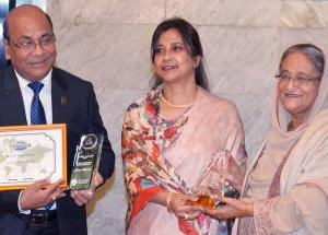 "PM receives ""ASOCIO-2017 Digital Government Award"""