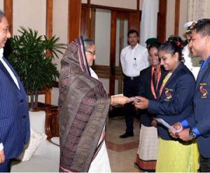 PM awards South Asian Games gold winners