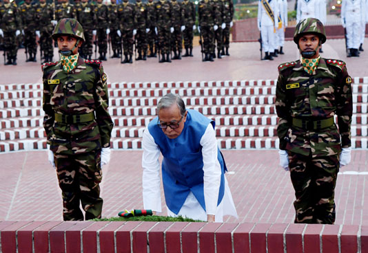 President pays rich tributes to martyrs on Victory Day
