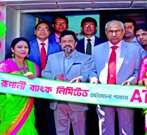 Md Obayed Ullah Al Masud, Managing Director of Rupali Bank Limited, inaugurating its refurnished ATM Booth of Hatkhola branch at the branch premises in the city on Wednesday. Senior officials of the bank and local elites were also present.