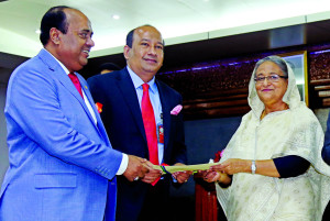 AKM Shaheed Reza, Chairman of Mercantile Bank Limited, handing over a cheque of Tk 3 crore to Prime Minister Sheikh Hasina at PMO Office on Thursday as a donation to the Prime Minister's Relief Fund for the rehabilitation of flood victims. Shahidul Ahsan, Chairman of Mercantile Bank Foundation among others were also present.