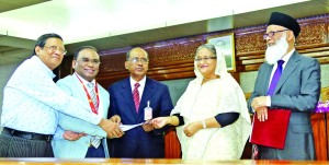 Engineer Md. Towhidur Rahman, Chairman of Shahjalal Islami Bank Limited, handing over a cheque of Tk 3 crore to Prime Minister Sheikh Hasina for her Relief Fund at Ganabhaban as assistance to flood affected people on Wednesday. Anwer Hossain Khan, Vice-Chairman and Akkas Uddin Mollah, EC Chairman of bank were also present.