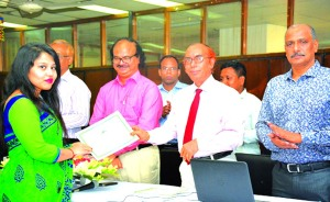"Professor Dr. Mijanur Rahman, Vice-Chancellor of Jagannath University, handing over the certificate among the participants of a six-day long special workshop on ""Practice of Credit Risk Management (CRM) of Commercial Banks in Bangladesh"" for Accounting and Information Systems Department students organized by Bangladesh Development Bank Limited recently. Manjur Ahmed, Managing Director of the bank among others were also present."