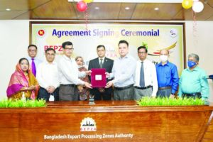 Md. Mahmudul Hossain Khan, Member (Investment Promotion) of Bangladesh Export Processing Zones Authority (BEPZA and Md. Ashraf Uddin, Director General of Department of Environment (DoE), exchanging document after signing a MoU at BEPZA Complex in the capital recently to ease the services for the existing enterprises as well as for setting up new industries in EPZ. From now, the EPZ investors will get other facilities including issuance & renewal of environment clearance services easily through online. Executive Chairman of BEPZA Major General Md Nazrul Islam and other top officials from both sides were present.