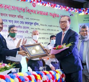 Mohammed Monirul Moula, Managing Director and CEO of Islami Bank Bangladesh Limited, receiving letter of recognition of highest taxpayers in banking sector for 2020-21 fiscal year from Fazle Kabir, Governor of Bangladesh Bank at in a city hotel in the capital on Tuesday.