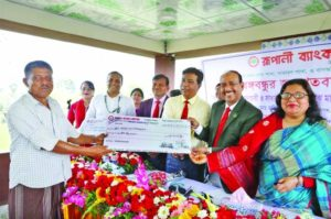Rupali Bank distributes loans to flower farmers in Jashore
