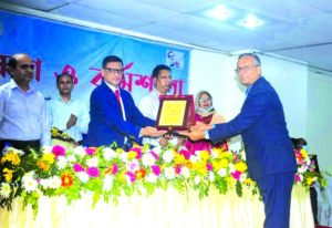 Choudhury Atiur Rasul, Director (Accounts) of PRAN-RFL Group, receiving the taxpayer award from Shoaib Ahmed, Commissioner of Tax Zone-5, Dhaka at a program held in the capital on Tuesday. Other senior officials of the company were present.